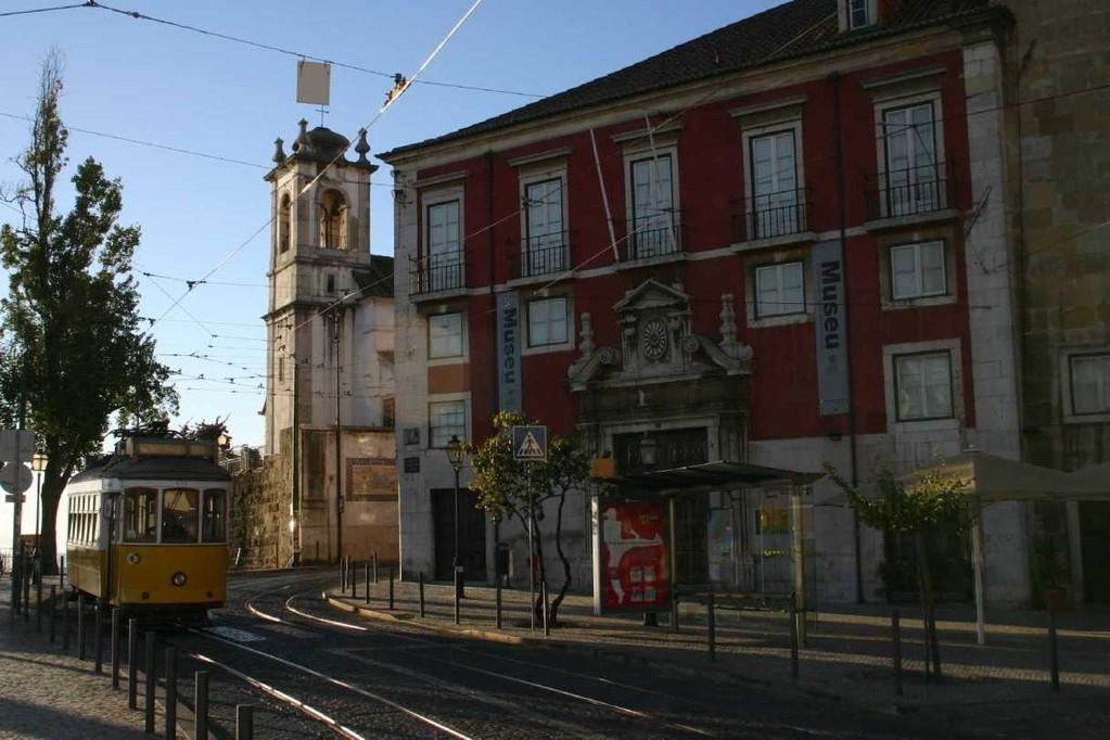 0412_01 Nov 07_Lissabon_Miradouro de Santa Luzia_Igreja Santa Luzia