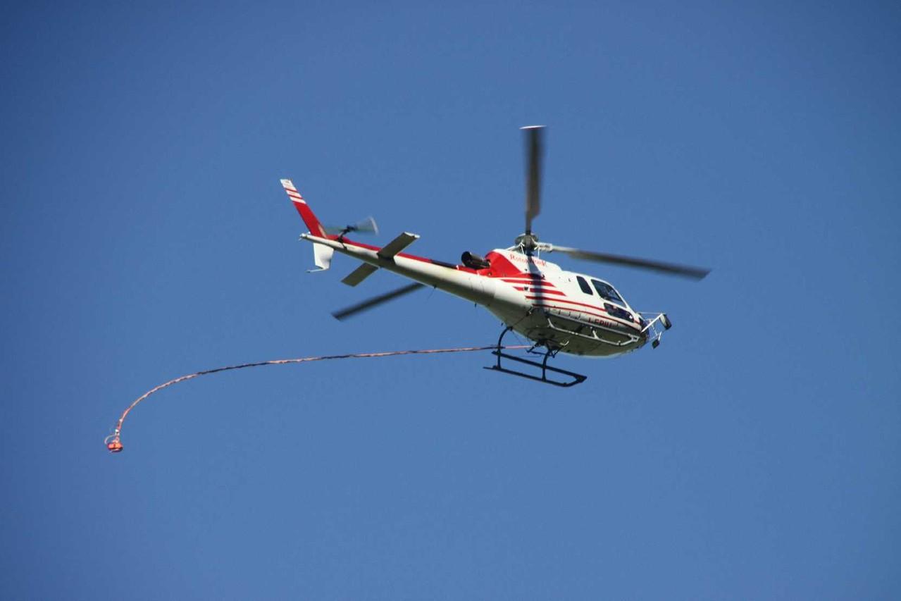 0750_11 Okt 2013_Cinque-Terre_Transport-Hubschrauber