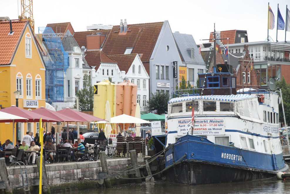 0147_31 Juli 2011_Husum_Hafen_bunte Häuser_Fassaden
