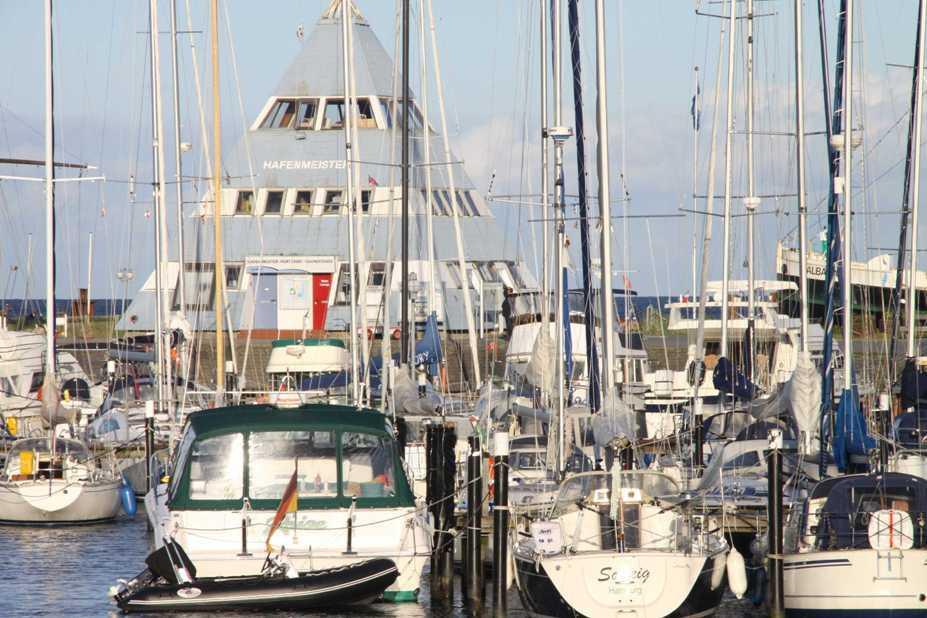 0230_19 Aug 2011_Damp_Hafen