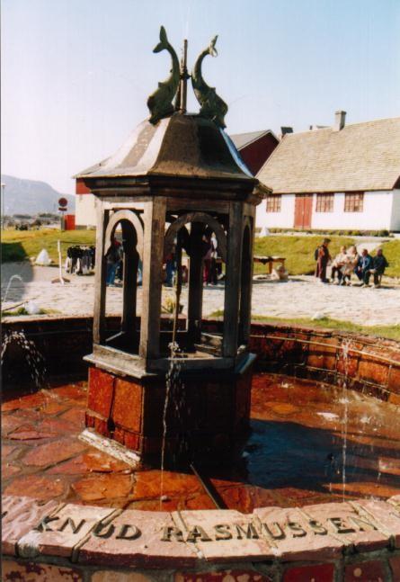 Knud Rasmussen Brunnen in Qaqortoq / Grönland