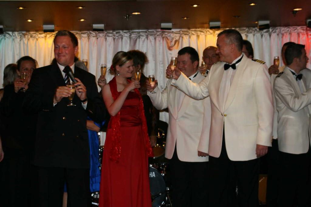Bild 3271 - MS Delphin Farewell-Dinner, Crew