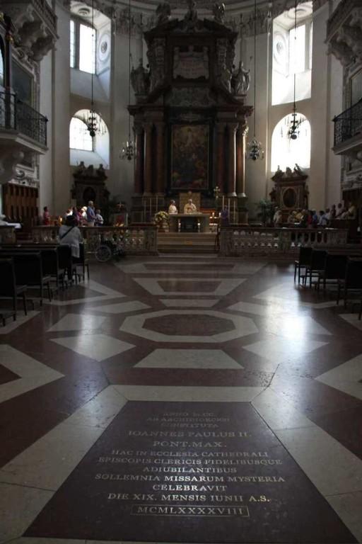 0172_21 Aug 2010_Salzburg_Dom_Innenansicht