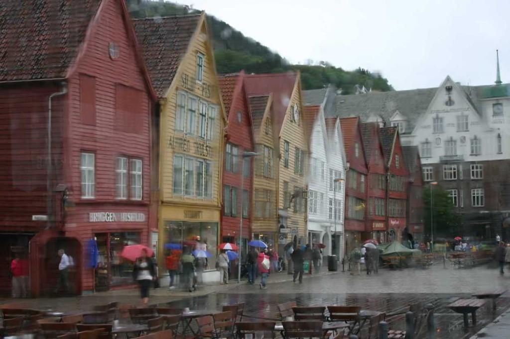 Bild 3056 - Norwegen, Bergen, Bryggen im Regen