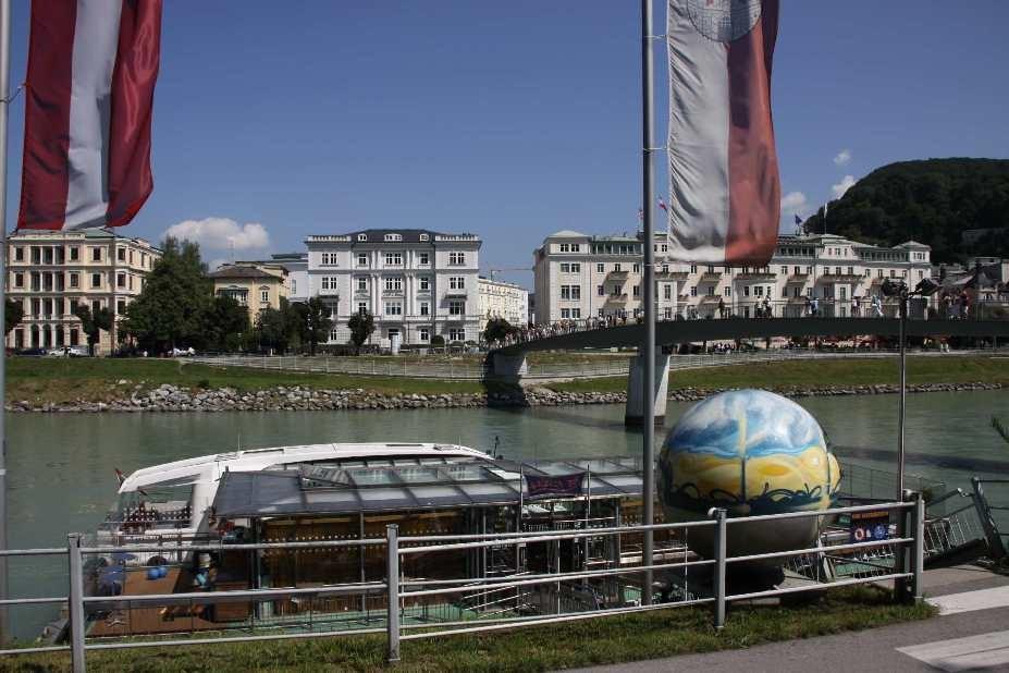 0200_21 Aug 2010_Salzburg_Makartsteg_Panoramaspeedboot Amadeus