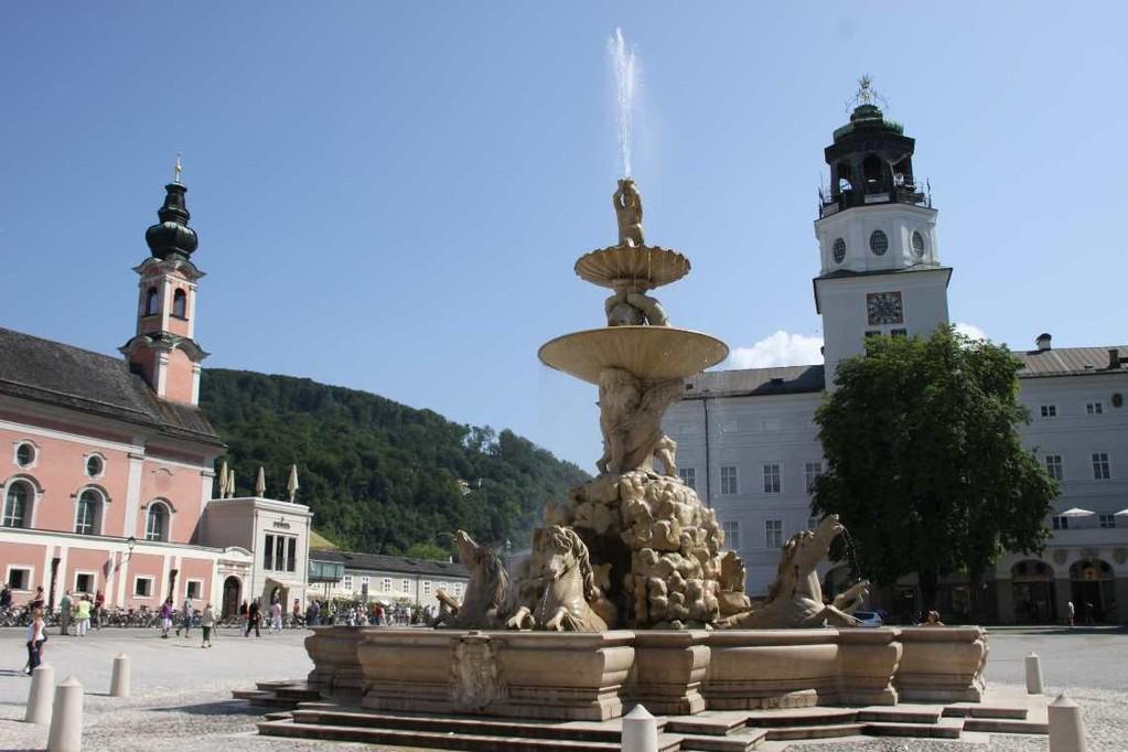 0140_21 Aug 2010_Salzburg_Residenzbrunnen_Glockenspiel
