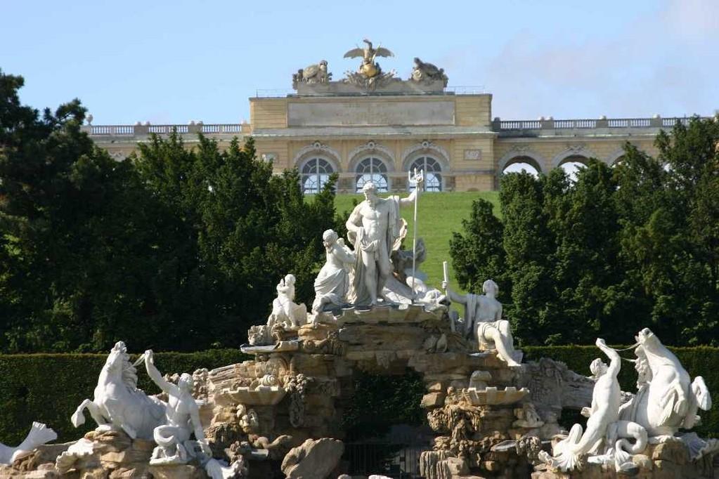 0309_22 Mai 08_Wien_Schloss Schönbrunn_Neptunbrunnen_Gloriette