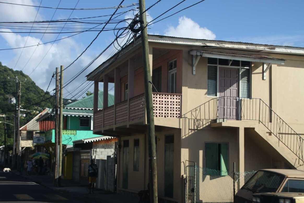 0985_25 NOV 2013_Dominica