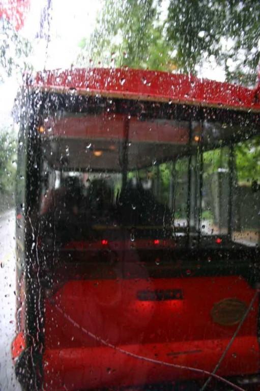 Bild 3060 - Norwegen, Bergen, Sightseeing-Bahn im Regen
