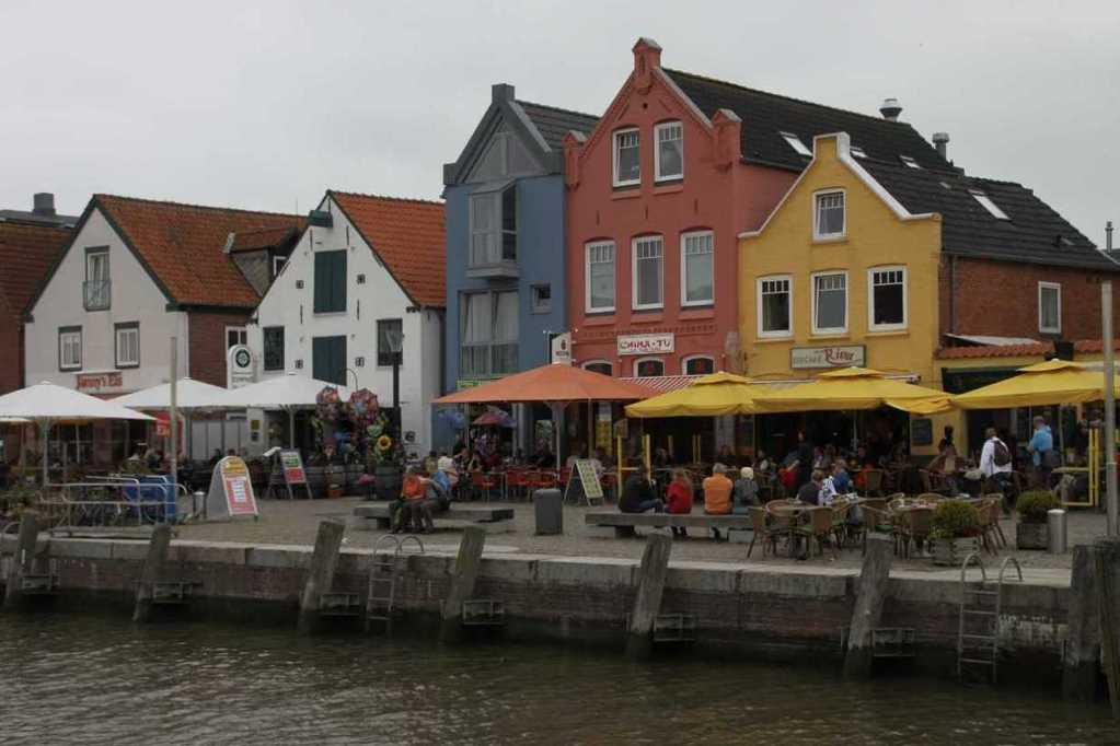 0152_31 Juli 2011_Husum_Hafen_bunte Häuser_Fassaden