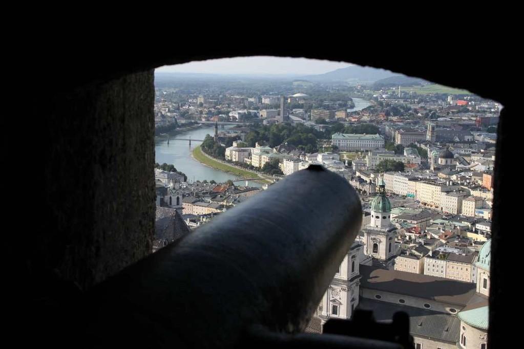 0362_21 Aug 2010_Salzburg_Festung Hohensalzburg_Innenhof_Kanone
