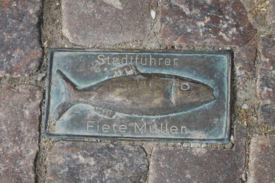 0198_06 Aug 2011_Kappeln_Gehwegplatte Fisch