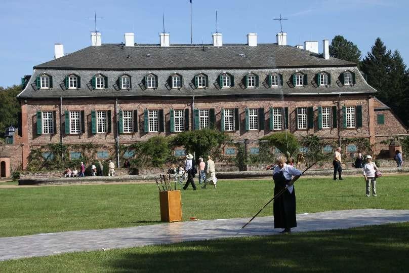 172_0390_16 Sept 2011_Gartenfest_Schloss Wolfsgarten_Japan_KYUDO_Bogenschießen