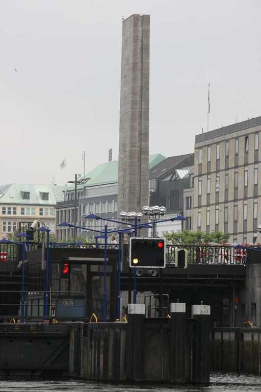 0270_11 Juni 2011_Hamburg_Rathausschleuse