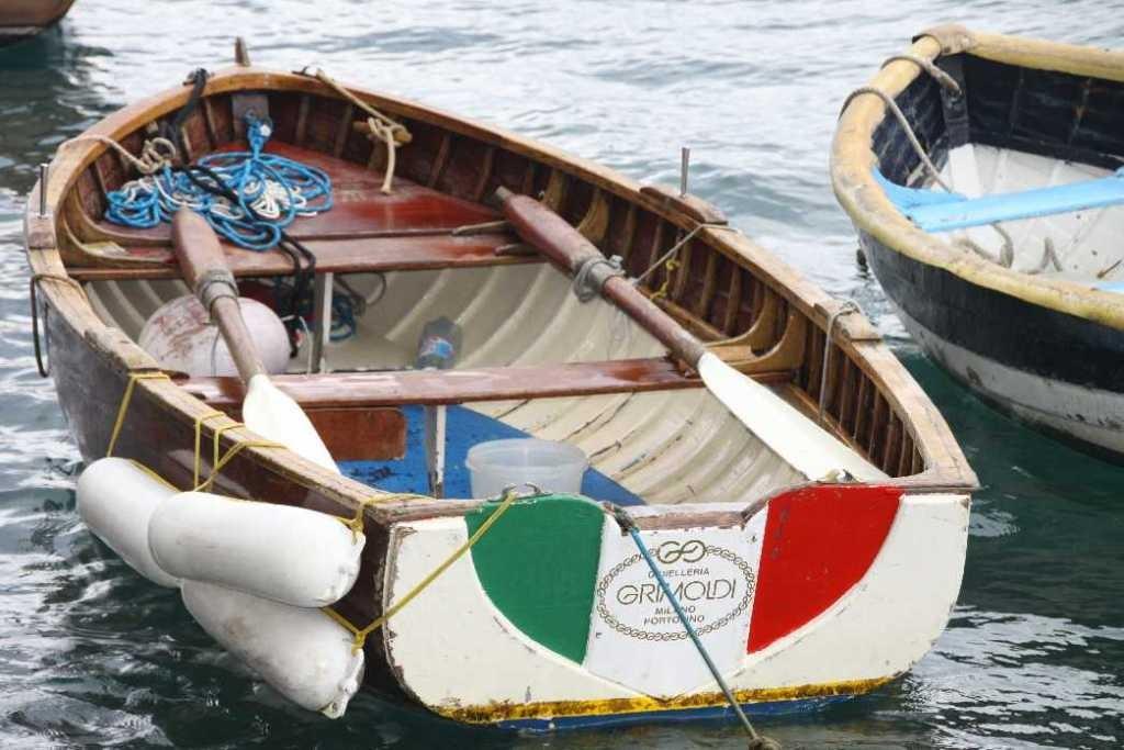 0657_10 Okt 2013_Portofino_Boot-mit-Italia-Flagge