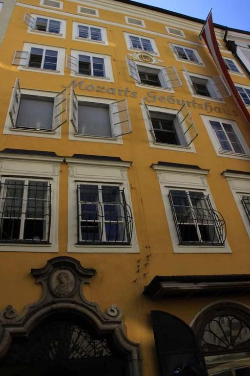0107_21 Aug 2010_Salzburg_Getreidegasse_Mozart Geburtshaus