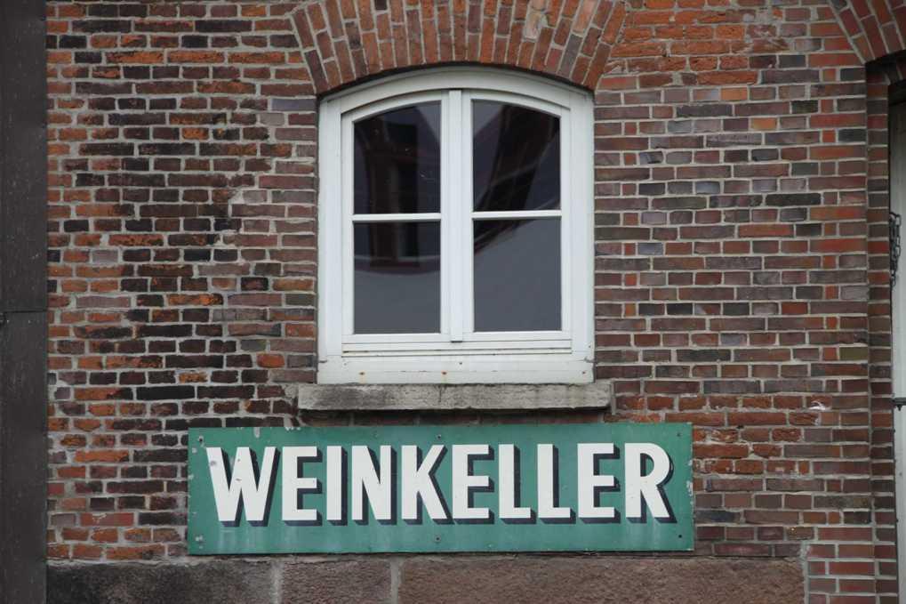0325_11 Juni 2011_Hamburg_Alsterfleet_Weinkeller