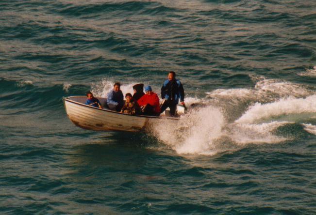 Inuits beim Fischfang im Prins Christian Sund / Grönland