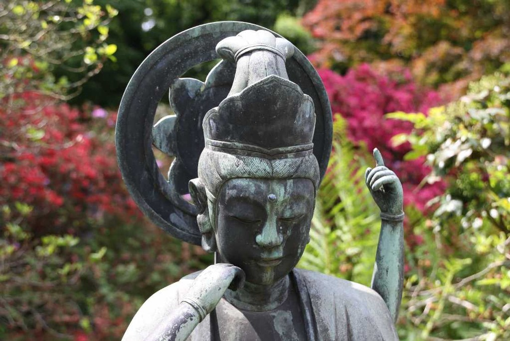 0095_19 Mai 2012_Rhododendron_Schlosspark_Buddha
