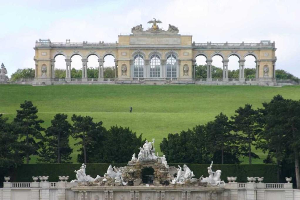 0303_22 Mai 08_Wien_Schloss Schönbrunn_Neptunbrunnen_Gloriette