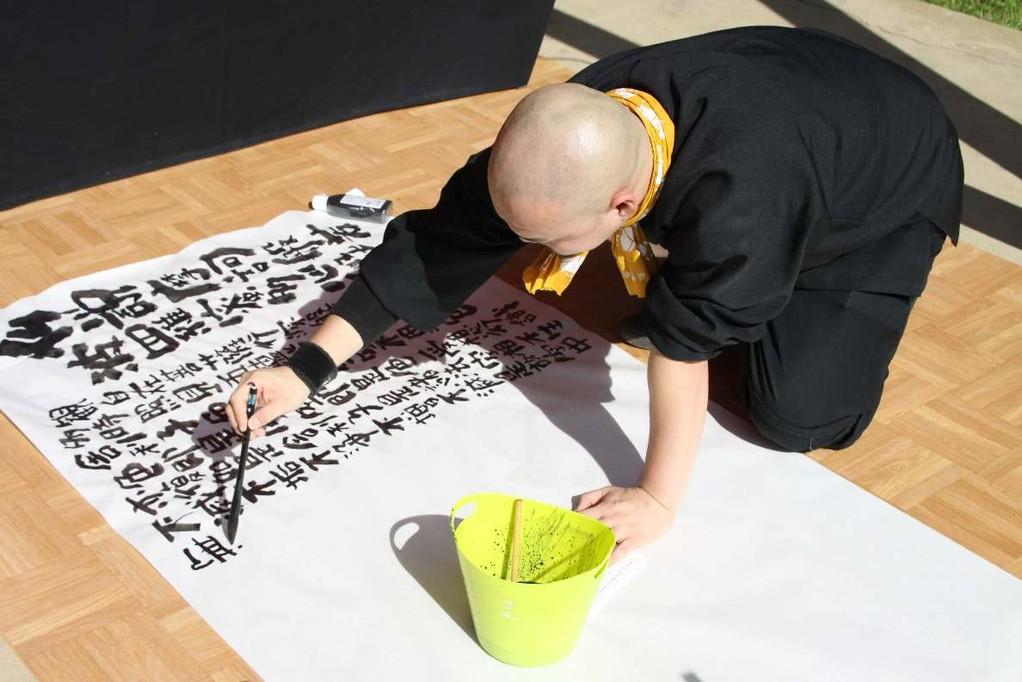 142_0205_16 Sept 2011_Gartenfest_Japan_SHODO_Japanische Kalligraphie