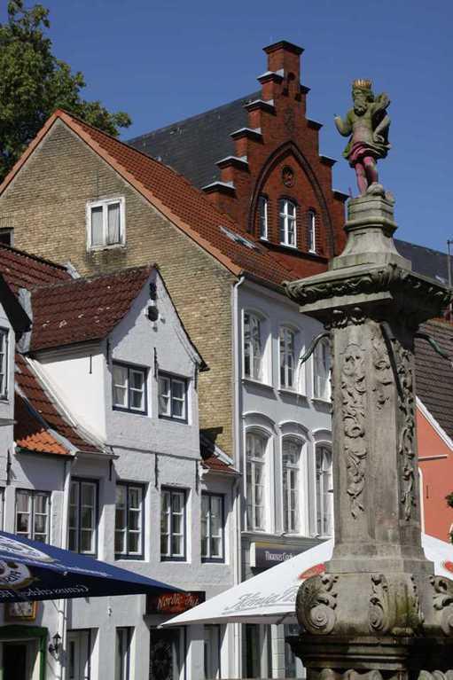 0266_30 Juli 2011_Flensburg_Nordermarkt_Neptunbrunnen