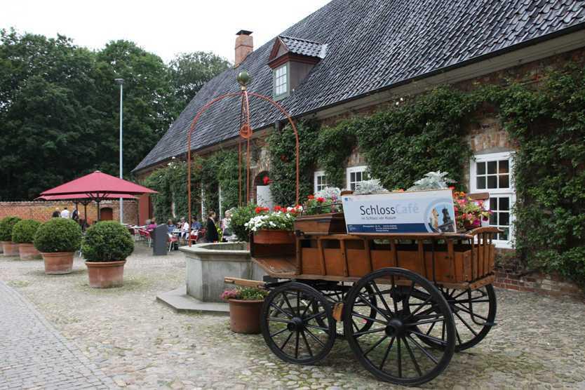 0060_31 Juli 2011_Husum_Schloß_Innenhof_Kutsche