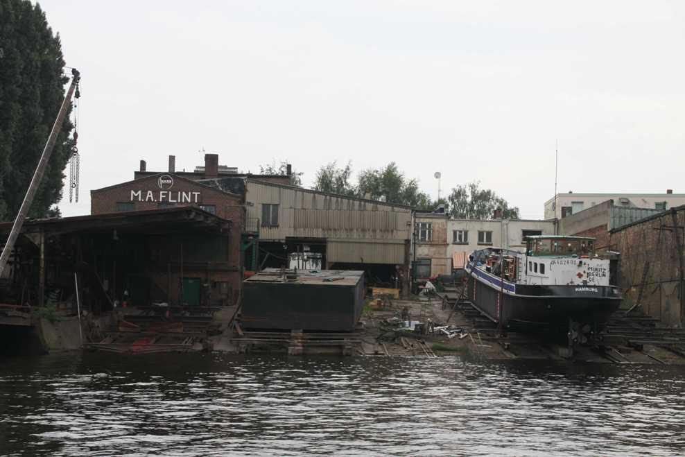 0346_11 Juni 2011_Hamburg_Hafen_Werft_Flint