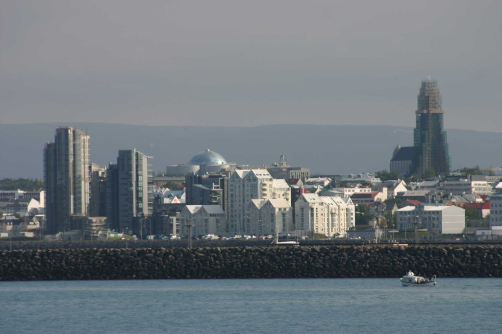 Bild 0578 - Island / Reykjavik, Skyline mit Hallgrímskirkja und Perlan