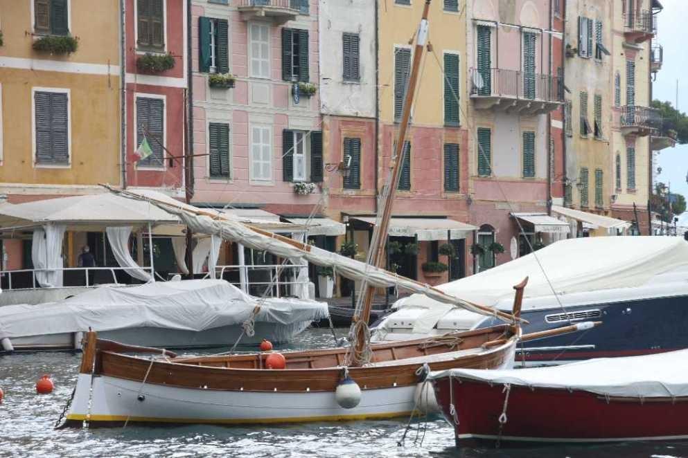 0681_10 Okt 2013_Portofino_Holz-Segler