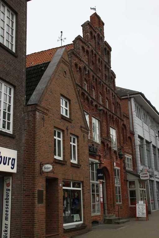 0099_31 Juli 2011_Husum_Norderstrasse_Haus mit Treppengiebel