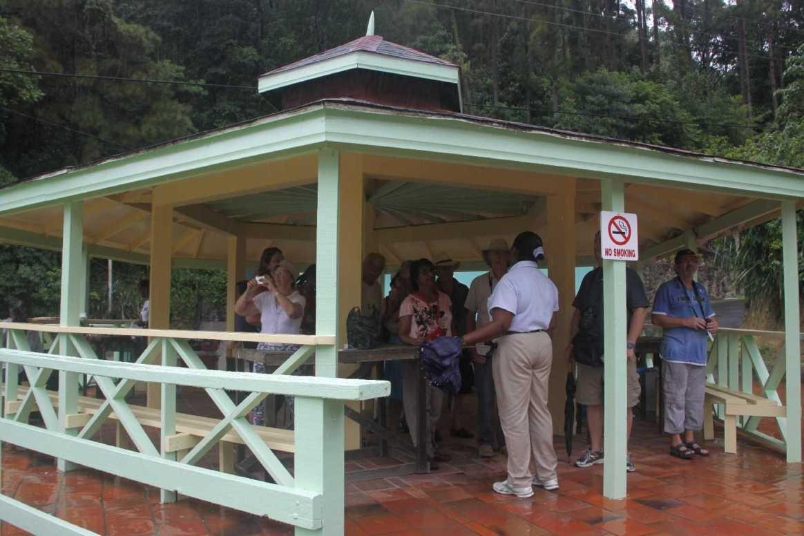 4379_06 DEZ 2013_St-Lucia_Soufriere_Drive-In-Vulkan