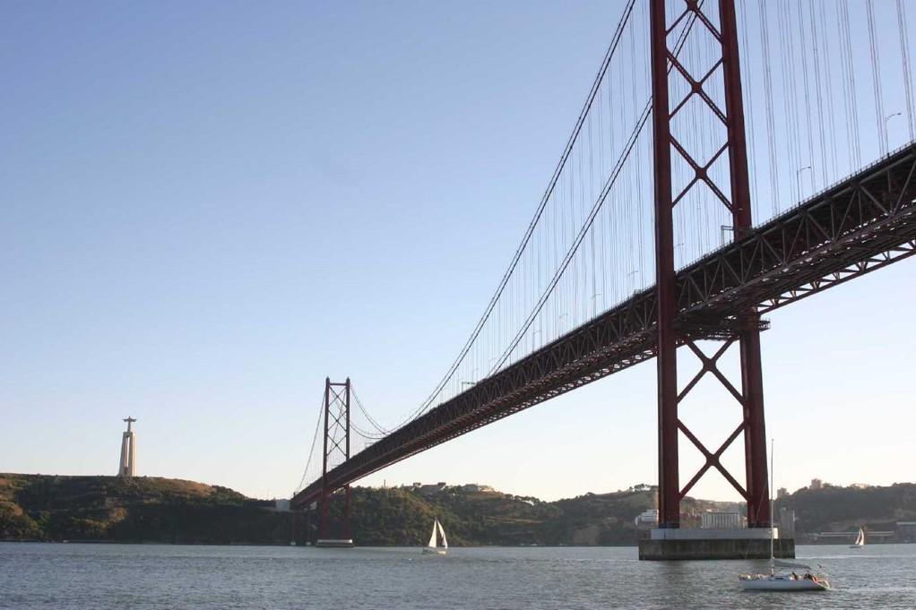 0325_31 Okt 07_Lissabon_Boots-Tour_Ponte 25 de Abril_Columbus