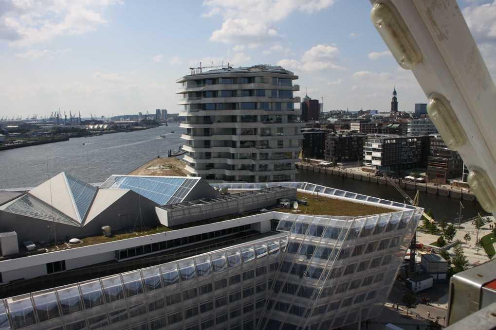 0390_11 Juni 2011_Hamburg_Hafen-City_Steiger-Riesenrad_Unilever-Haus