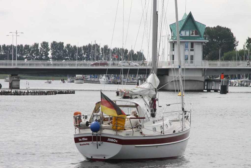 0101_06 Aug 2011_Kappeln_Klappbrücke_Segelschiff