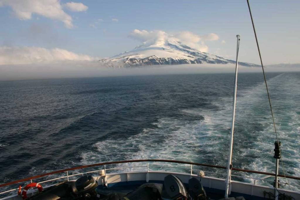 Bild 0917 - MS Delphin verläßt Jan Mayen / Beerenberg