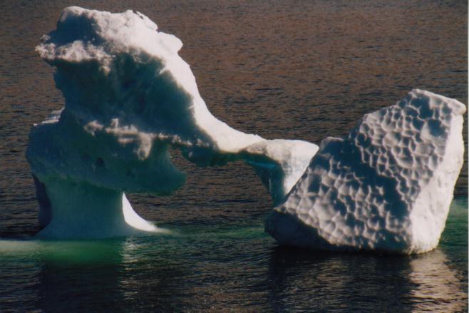 einstürzender Eisberg vor Ilulissat / Grönland