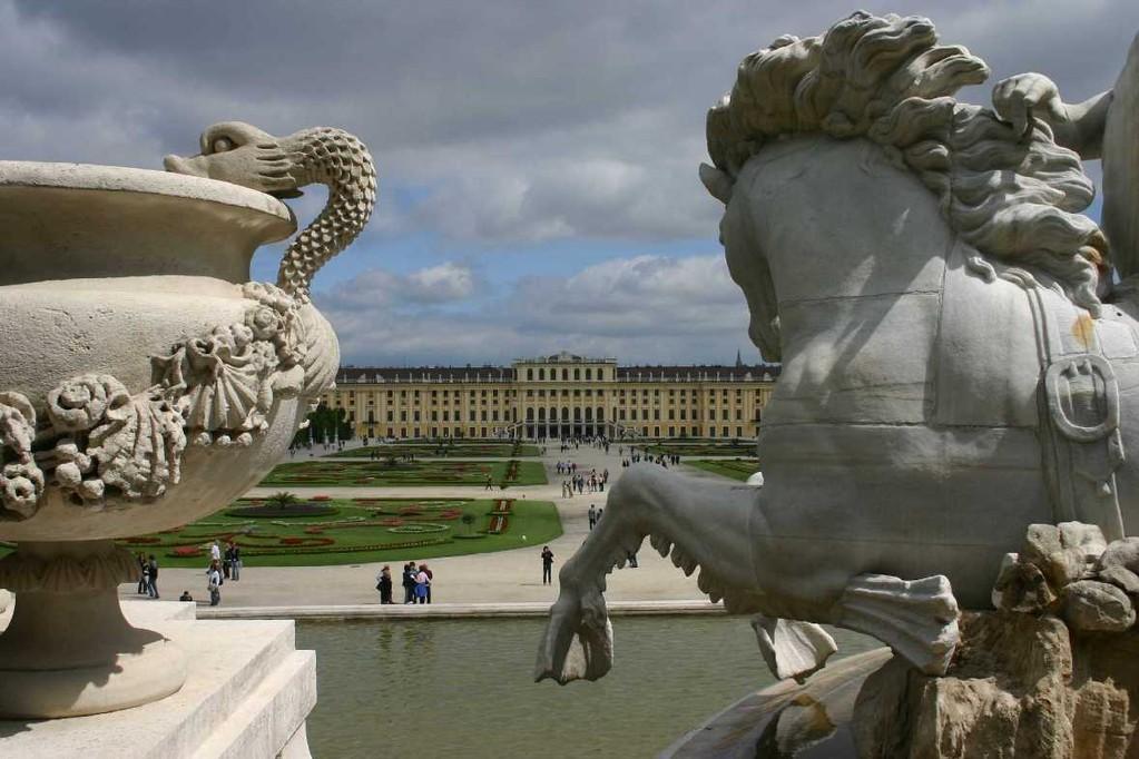 0379_22 Mai 08_Wien_Schloss Schönbrunn_Neptunbrunnen