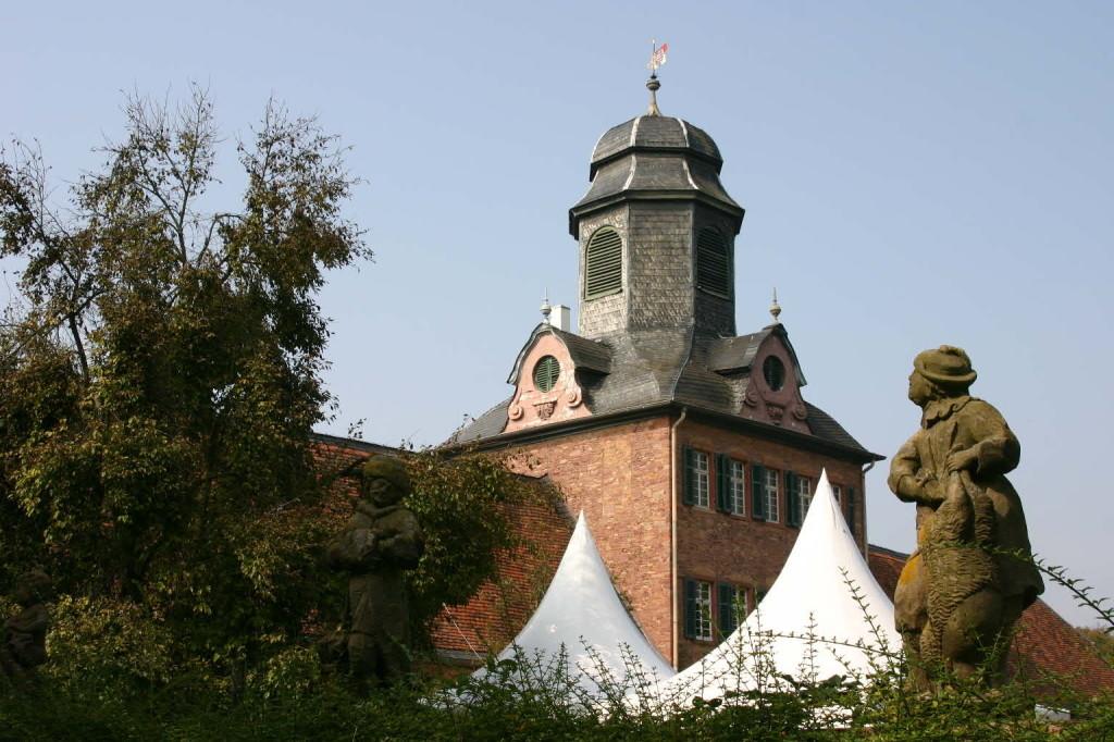 011_0245_20 Sept 2009_Gartenfest_Schloss Wolfsgarten_Skulpturen