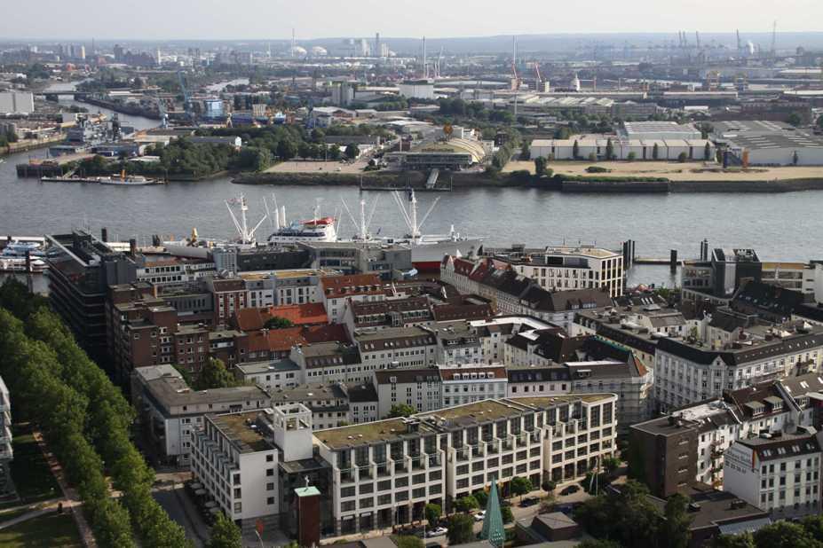 0114_10 Juni 2011_Hamburg_Michel_Aussicht