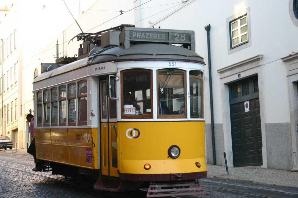 0414_01 Nov 07_Lissabon_Alfama_Tram 28
