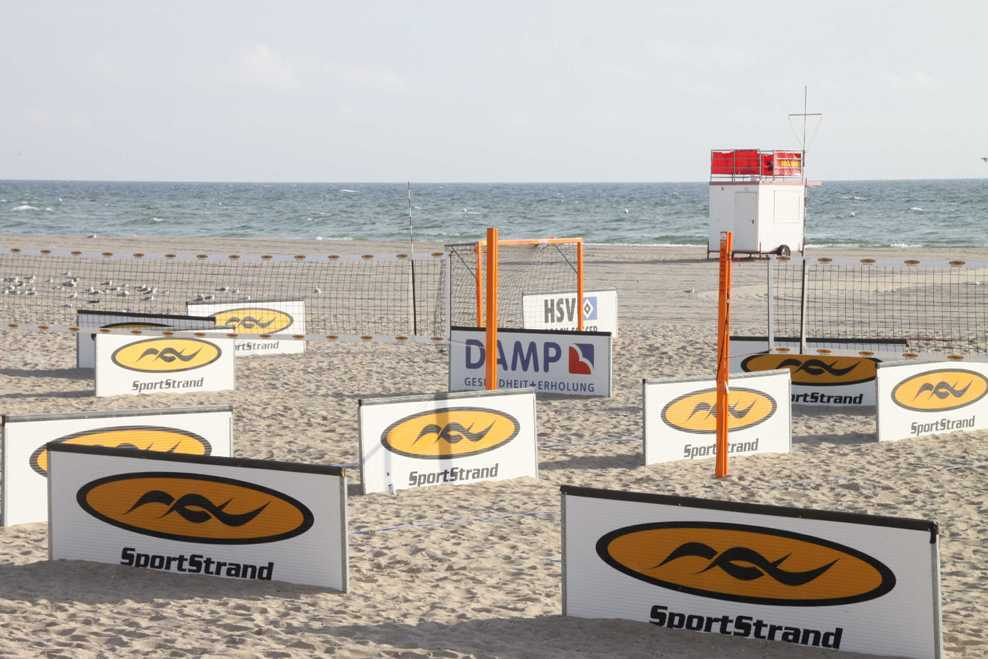 0068_03 Aug 2011_Damp_Strand_Volleyballfeld