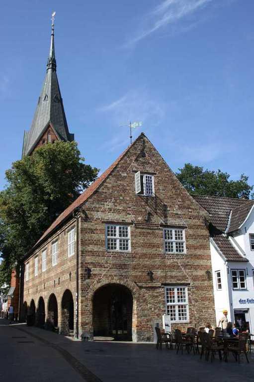 0269_30 Juli 2011_Flensburg_Nordermarkt_Schrangen_Kirche St. Marien
