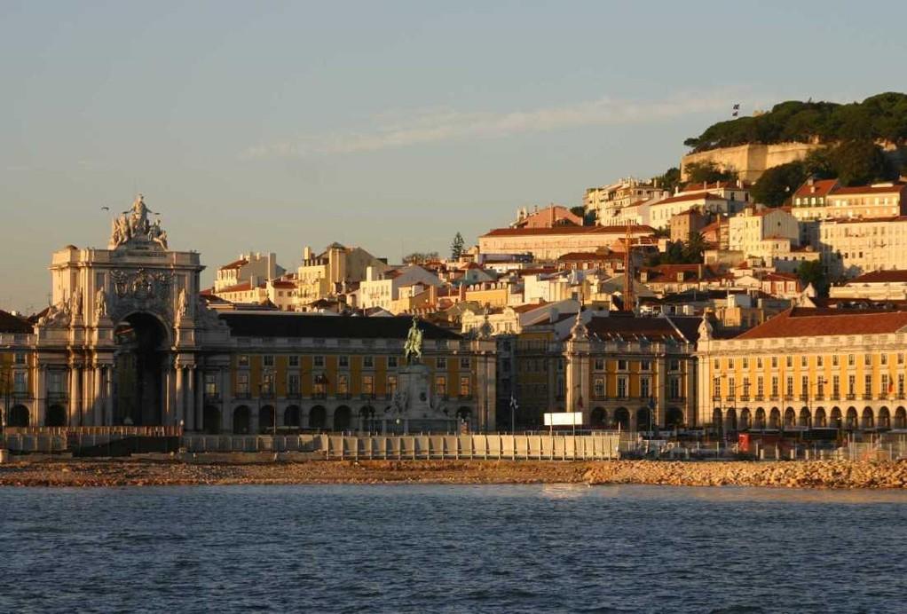 0387_31 Okt 07_Lissabon_Boots-Tour_Praca do Comercio_Castelo de Sao Jorge