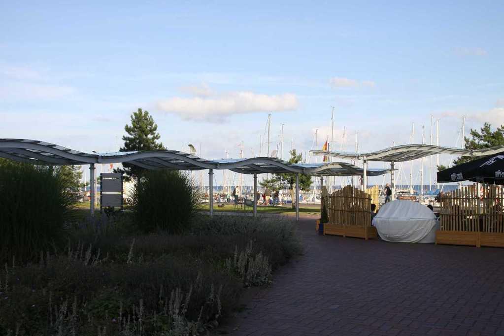 0107_05 Aug 2011_Damp_Hafen_Promenade