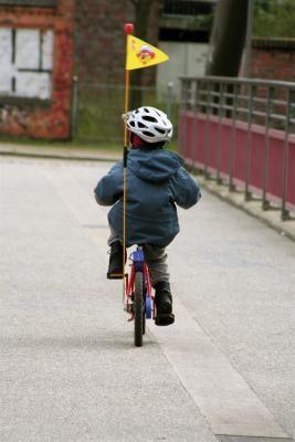 Nur Kinder dürfen auf dem Gehweg Fahrrad fahren