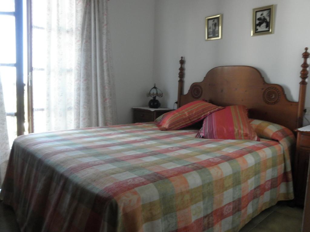 """Dormitorio principal de casa CB 19 en """"casa, alquiler, vacaciones, Costa, Brava, Girona"""""""