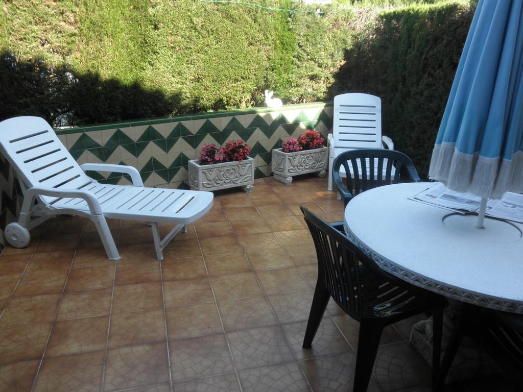 """Vista del jardín de """"casa, alquiler, vacaciones, Costa, Brava, Girona"""""""