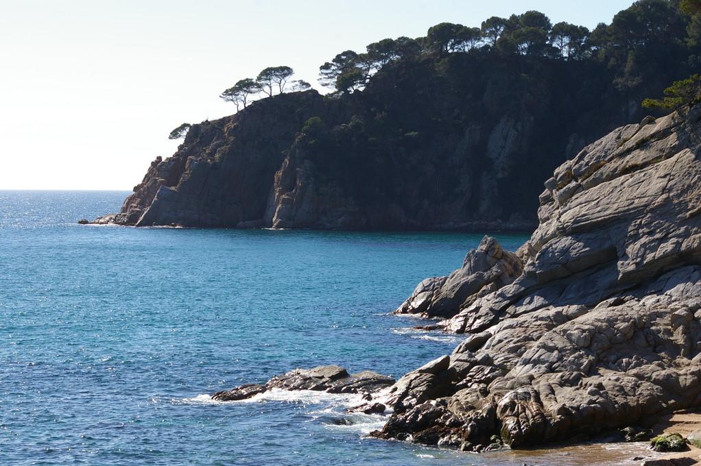 """""""Alquiler de vacaciones en la Costa Brava"""" vistas del mar."""