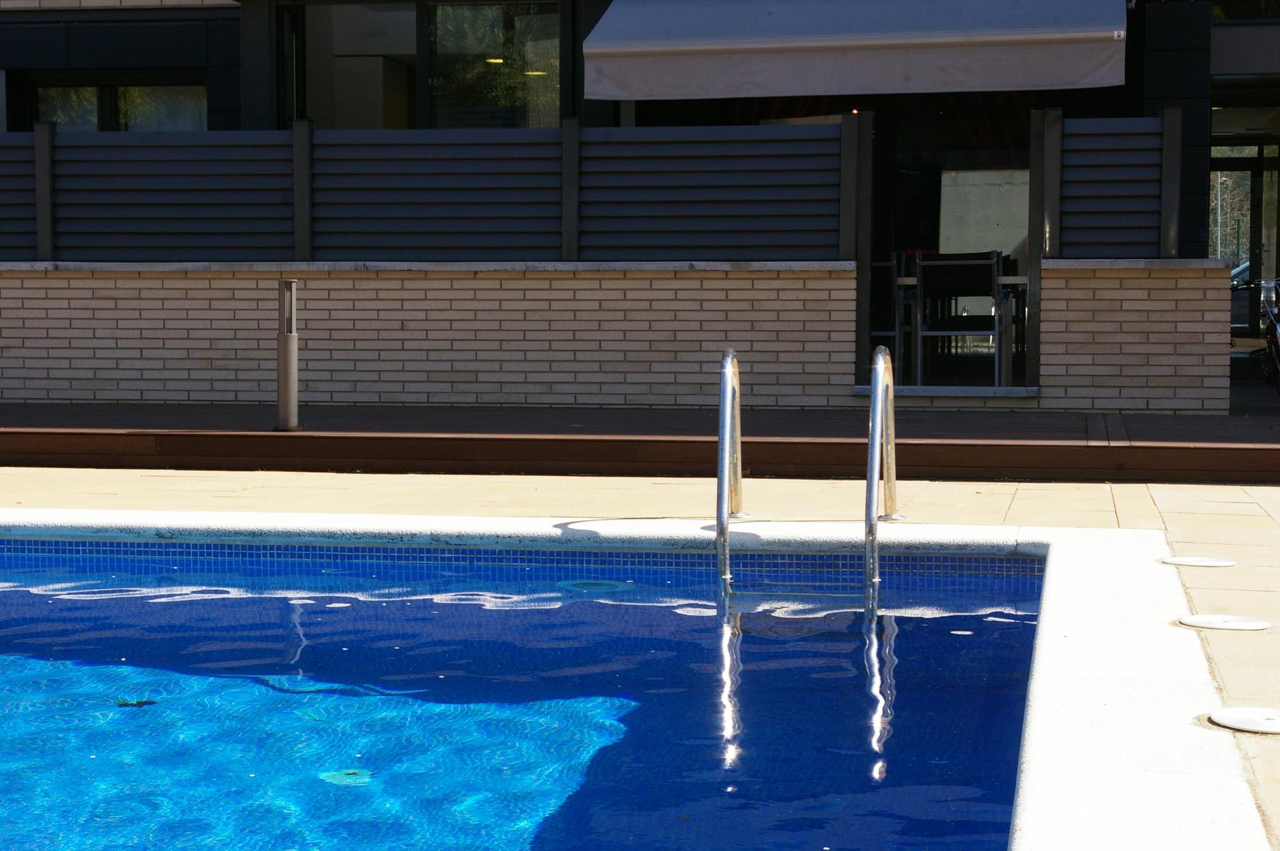 Vista de la terraza desde la piscina